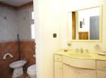 Cabaña 1 – Antebaño y baño