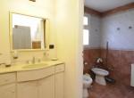 Cabaña 4 – Antebaño y baño